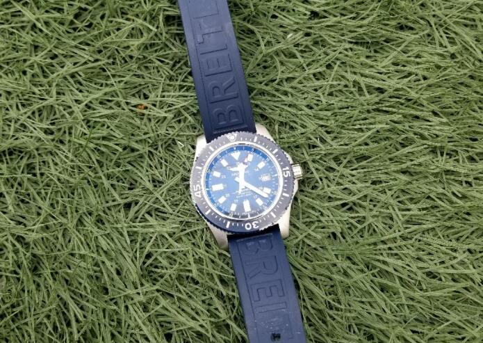 The blue ceramic bezel looks shiny and bright.