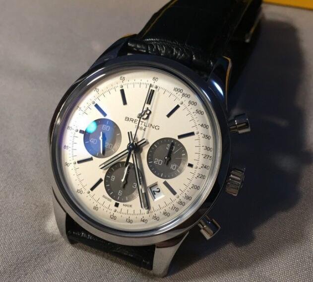 The black sub-dials are striking to the silver dial.