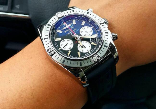 The overall design of this Breitling Chronomat is bold and robust.