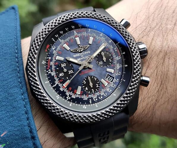 The design of this black shell dial of best fake Breitling is strict.